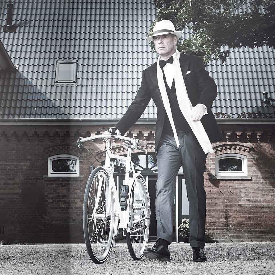 stiesing mann-im-anzug fahrrad polarwerk